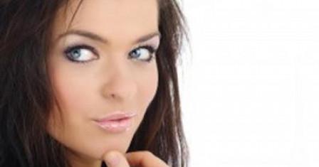 Что должно быть в косметичке: тональный крем, пудра, консилер