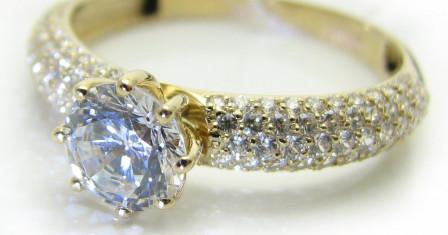 Кольца золотые: как правильно носить ювелирные изделия