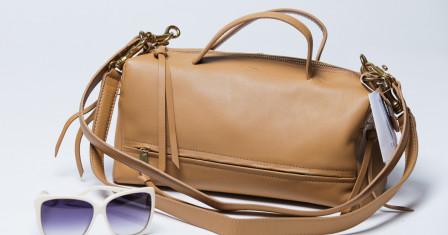 Женская сумка с короткими ручками: выбор аксессуара