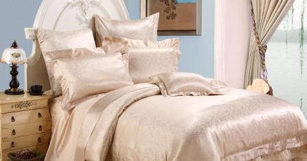 Постельное белье из шелка: лучшее украшение интерьера спальной комнаты