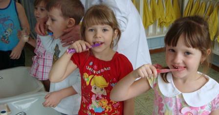 Каким должен быть уход за деснами и зубами