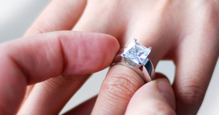 Как выбрать правильно помолвочное кольцо