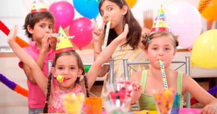 Что подарить в первый День рождения маленькой принцессе?