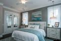 Как сделать синий интерьер спальни не скучным?