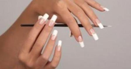 Преимущества и недостатки акриловых ногтей