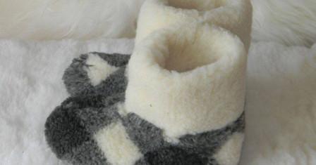 Тапочки из овечьей шерсти и их достоинства
