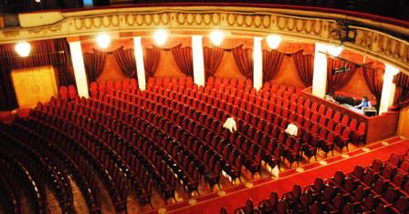 Московские театры: куда сходить с подругами