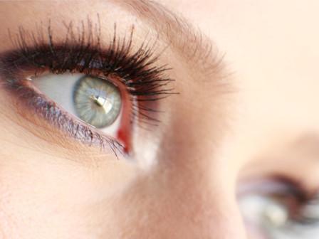 Почему появляются белые точки под глазами