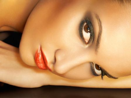 Губная помада для ярких брюнеток (черный цвет волос)
