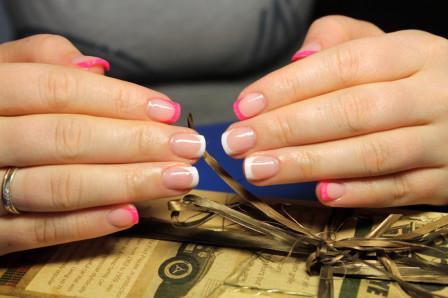 Как правильно выбрать акриловый лак для ногтей