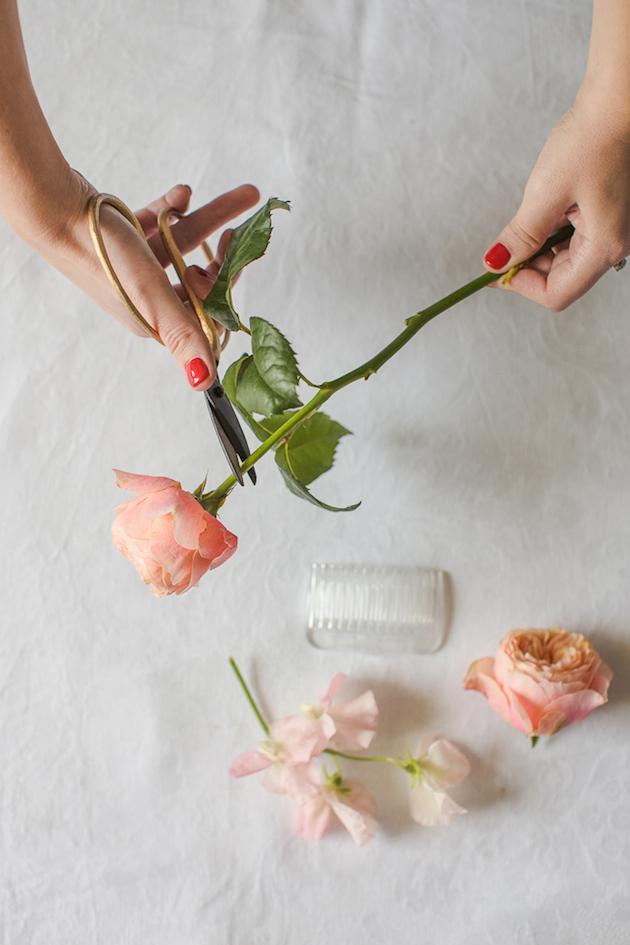 Обрезаем цветы